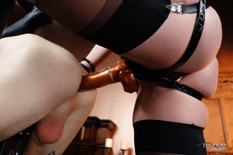 Фото соло со страпоном, Зрелые лесбиянки пробуют страпон и другие порно фото 9 фотография