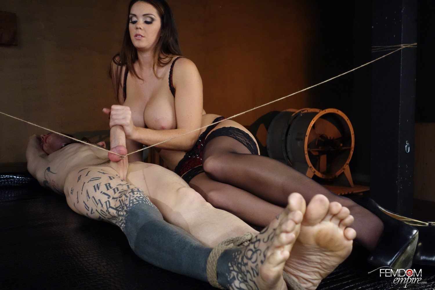English handjob fed up with waiting for a